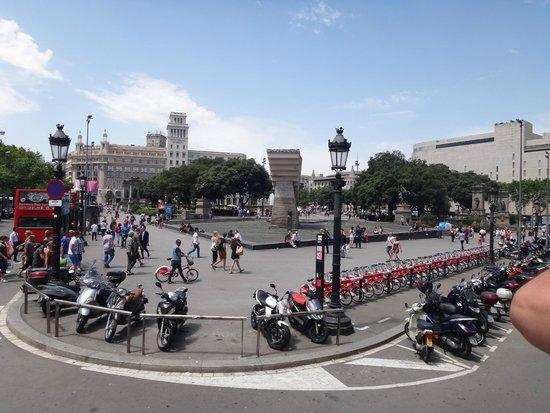 Plaza de Cataluna: Plaça de Catalunya