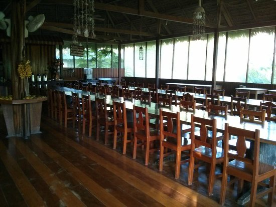 Ecoamaziona Lodge : long tables