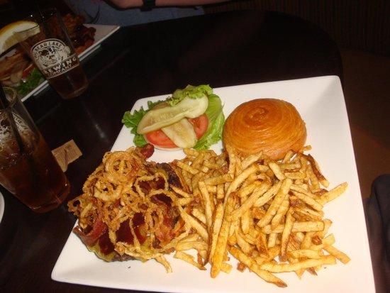 Big Bear Lake Brewing Company: 1/2 pound Kobe beef burger w/ Fries