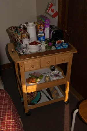 Gallery Guest House B & B: Breakfast cart