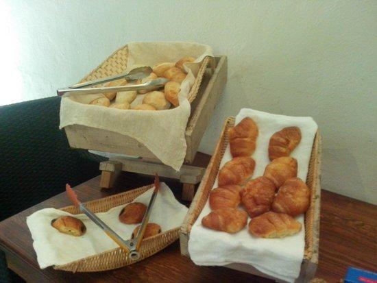 Hotel Riviera del Sol : El pan del desayuno