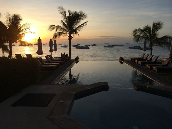 Saboey Resort and Villas : Sunset from the dining table.