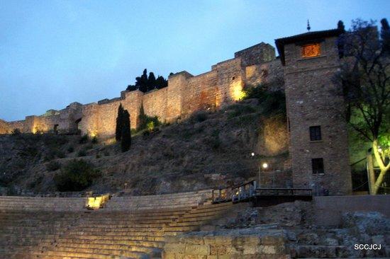 Alcazaba (fort) : Alcazaba at night