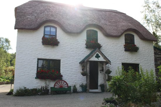 Lissyclearig Thatched Cottage: Adorable