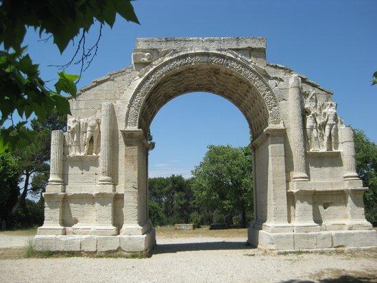 Site archéologique de Glanum : Triumphal arch at Glanum