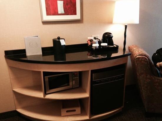 Cambria hotel & suites Columbus - Polaris: fridge microwave