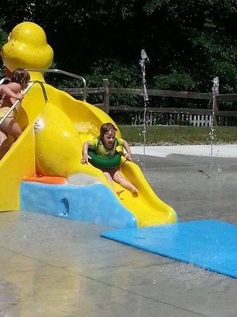 Smugglers' Notch Resort : The new duck slide at the Notchville Splashpad
