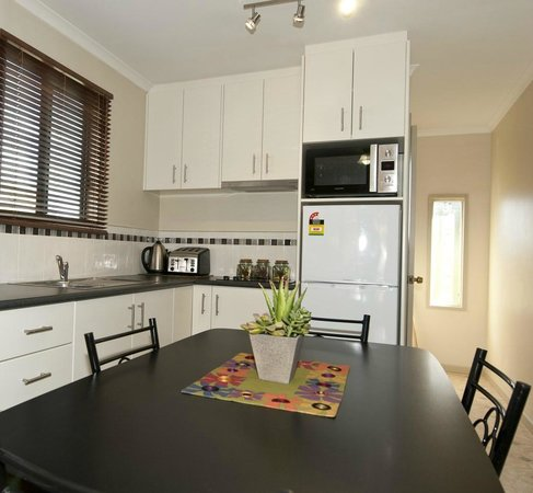 Ficifolia Lodge Kangaroo Island : Two bedroom Family apartment - fully equipped kitchen