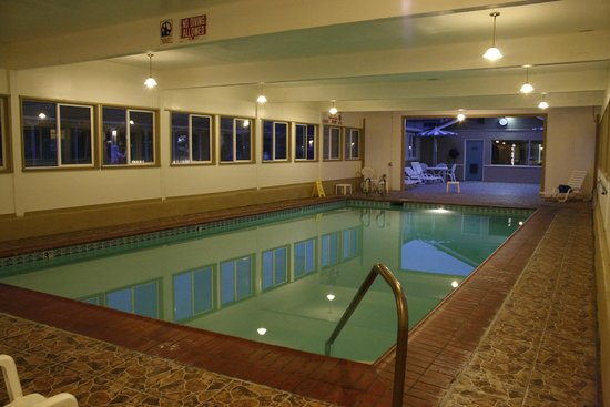 El Castell Motel: Indoor Heated Swimming Pool