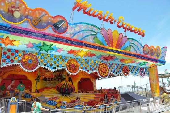 Casino Pier & Breakwater Beach Waterpark: Music Express