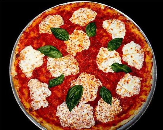 Sweet Basil Pizzeria: Sweet Basil Margherita