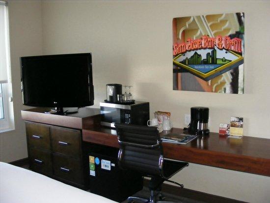 HYATT House San Jose/Silicon Valley: Desk/TV area
