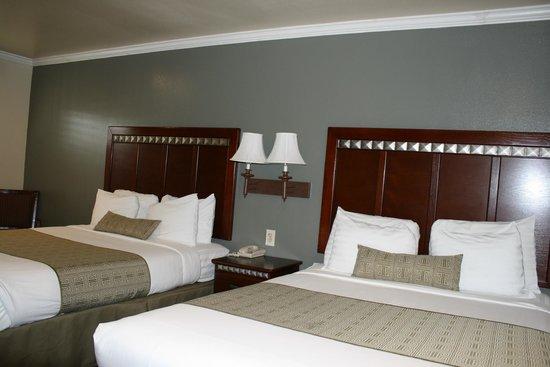 El Castell Motel : 2 Queens