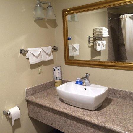 El Castell Motel : Modern Bathroom in Junior Suites