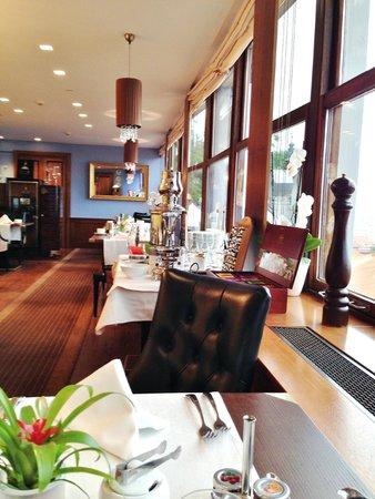 Golden Well Hotel: The breakfast room