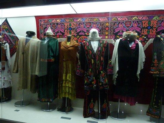 Xinjiang Regional Museum (Qu Bowuguan): Hui National clothing