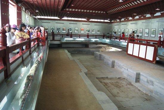 Huaqing Hot Springs: Tempat Mandi Putri Cina Dahulu