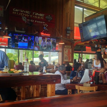 Hooters of Bay Side: Inside the restaurant