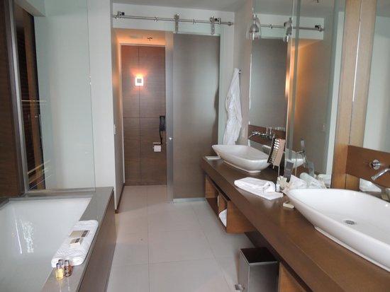 Hotel Le Germain Calgary : Bathroom was fantastic.