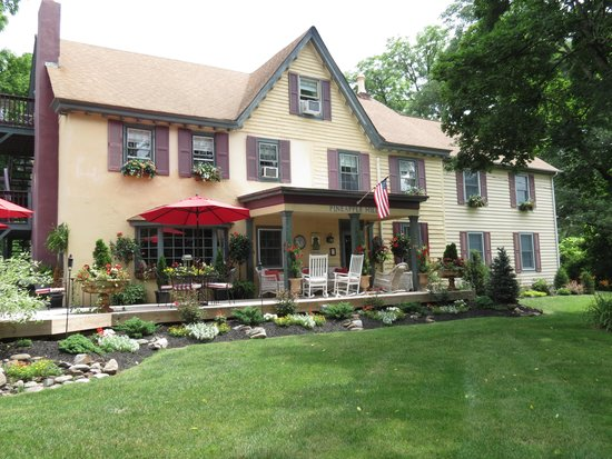 Pineapple Hill Inn Bed & Breakfast: A great place to mingle