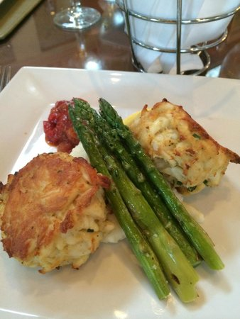 Omni Shoreham Hotel: Dinner at the Hotel: Maryland Crabcakes