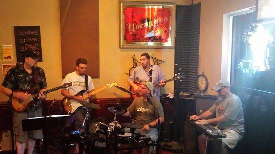 8th Avenue Pub: Live music