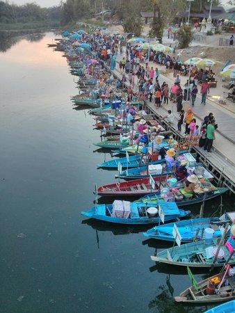 Hat Yai Floating Market: The River