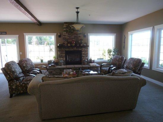 Granite Hills Inn : living room