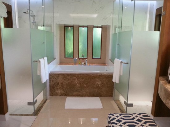 Santiburi Beach Resort & Spa: Bathroom