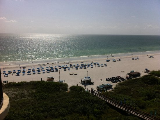 Hilton Marco Island Beach Resort: View of the beach/gulf from our 10th floor balcony.