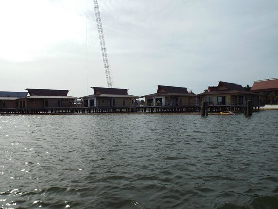 Disney's Polynesian Village Resort: view of DVC construction from ferry