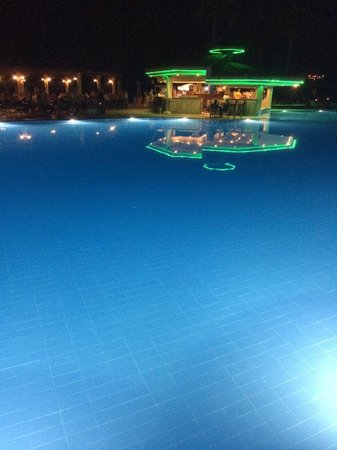 Club Tuana Fethiye: pool by night