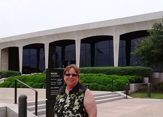 Amon Carter Museum of American Art : In front of The Amon Carter Museum