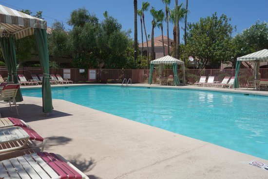 La Fuente Inn & Suites : Pool Area