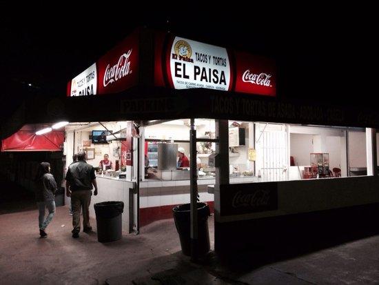 El Paisa: Place at night
