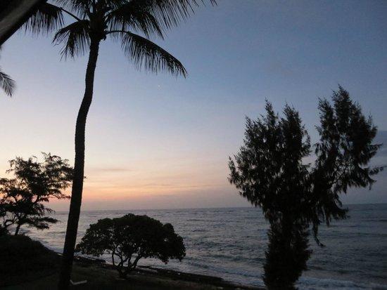 Kauai Coast Resort at the Beachboy : sunrise from the lanai