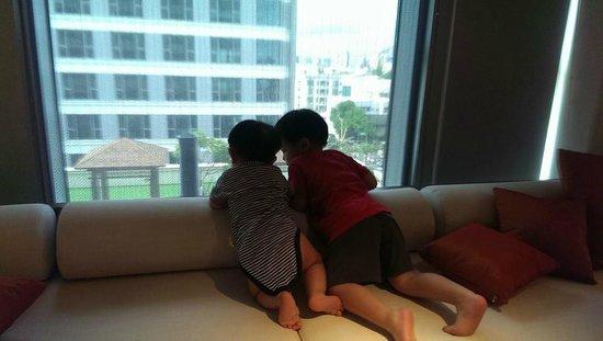 Silks Place Tainan: 窗外那塊空地若能打造像蘭城晶英一樣的孩子樂園就更棒了!