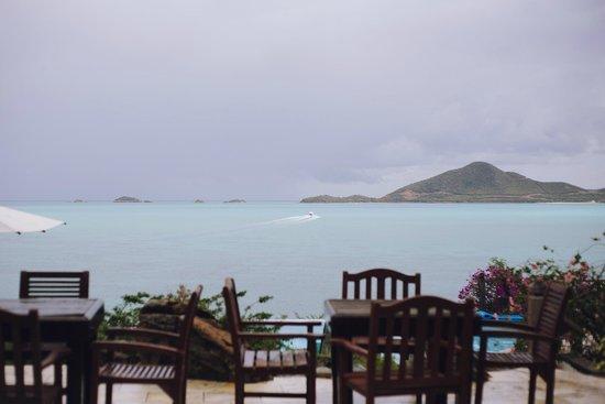 Cocobay Resort: Between bar and restaurant