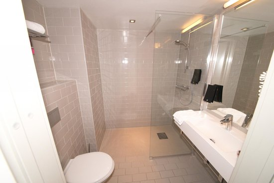 Comfort Hotel Grand Central: Bathroom