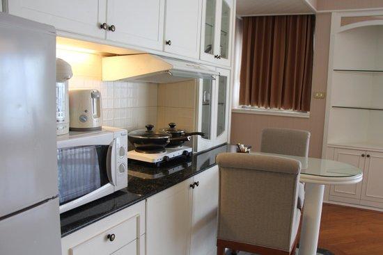 Centre Point Pratunam Hotel : Kitchen Area