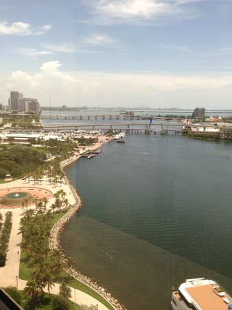 InterContinental Miami: Bay sites from our room