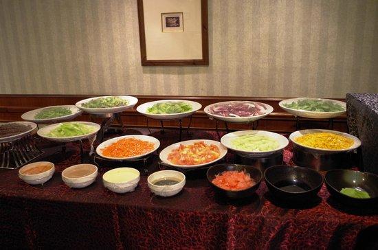 Le Meridien Kota Kinabalu: Salad Counter