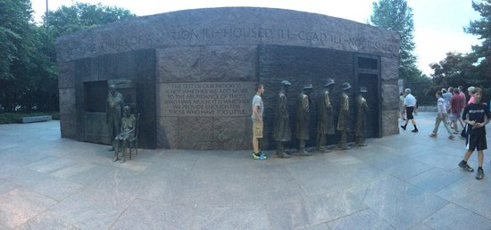 Franklin Delano Roosevelt Memorial: Breadlines