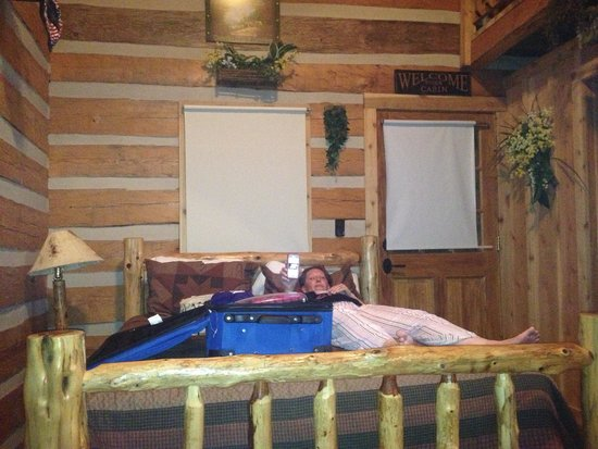 Silver Dollar City's Wilderness: Queen bed downstairs