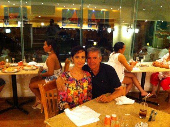 Park Royal Ixtapa: en la cena con mi esposa