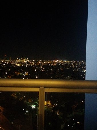 Meriton Serviced Apartments Bondi Junction : View at night from the harbour view penthouse