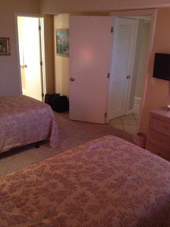 Ocean Creek Resort: bedroom with two twins
