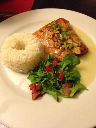 Qanela Restaurante: Trout with light cream and butter sauce
