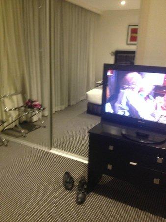 Meriton Serviced Apartments George Street, Parramatta : TV in main bedroom