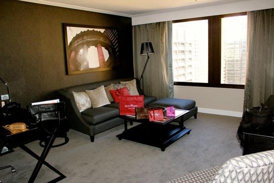 Sofitel Brisbane Central: Junior suite lounge area